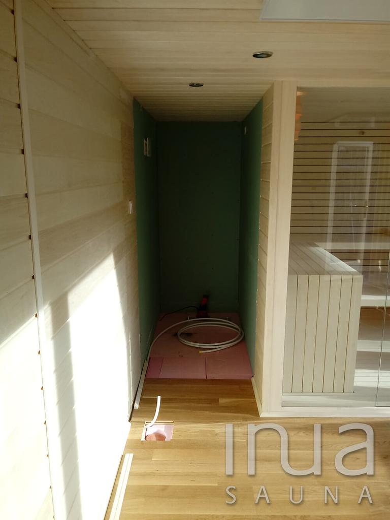 A szauna belső burkolata Inua panelrendszer melyet finn rezgőnyárfából készítettünk.