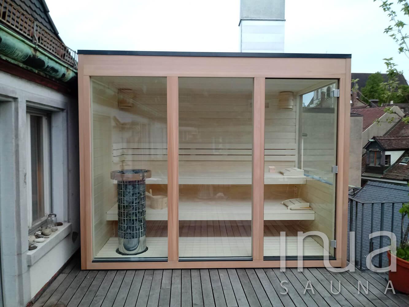 Egyedi gyártású kültéri finn szauna Basel városában, egy tetőteraszon.