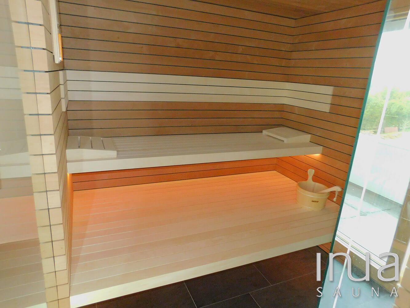 Inua panelrendszerrel burkolt beltéri finn szauna, küszöb nélküli kivitelben készült. | Inua Szauna Kft.