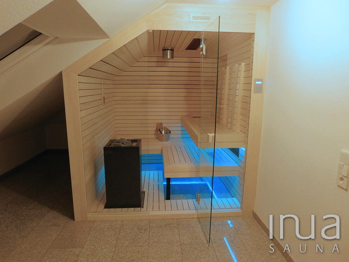 Egyedi beltéri kombinált szauna Inua panelrendszerrel, tetőtérbe. A szaunában helyet kapott egy sóionizátor is. | Inua Szauna Kft.