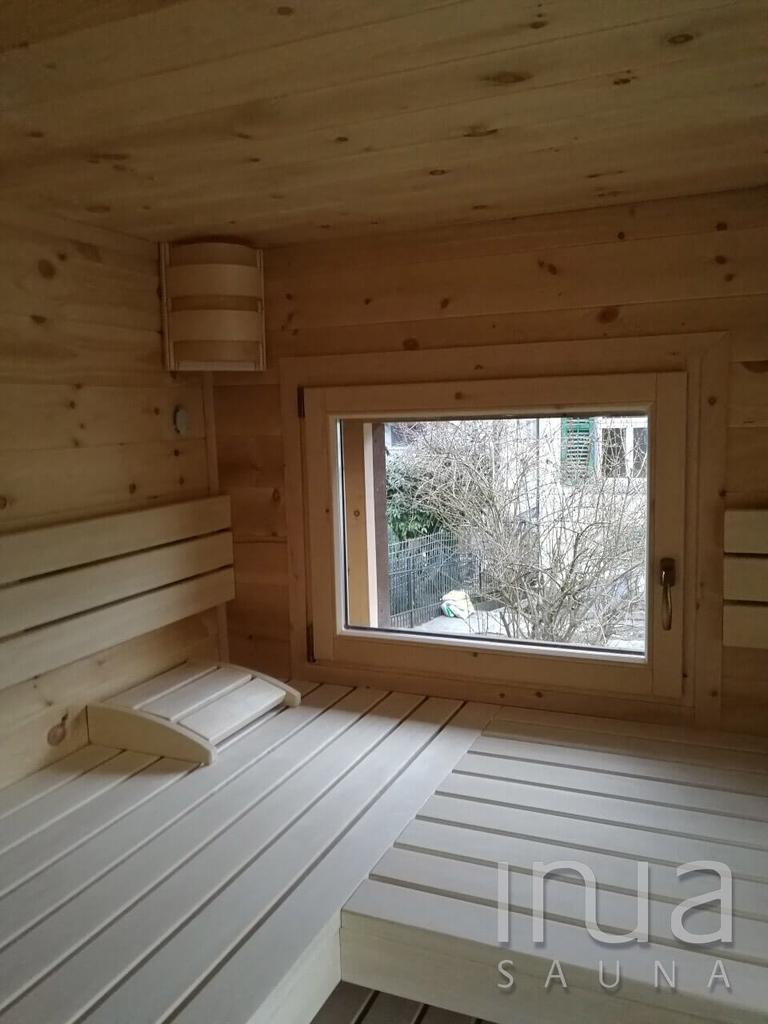 A szauna egy meglévő faház belsejében került kialakításra, két darab általunk gyártott hőszigetelt ablakkal, és egy hőszigetelt 5 pontos biztonsági záródású ajtóval.