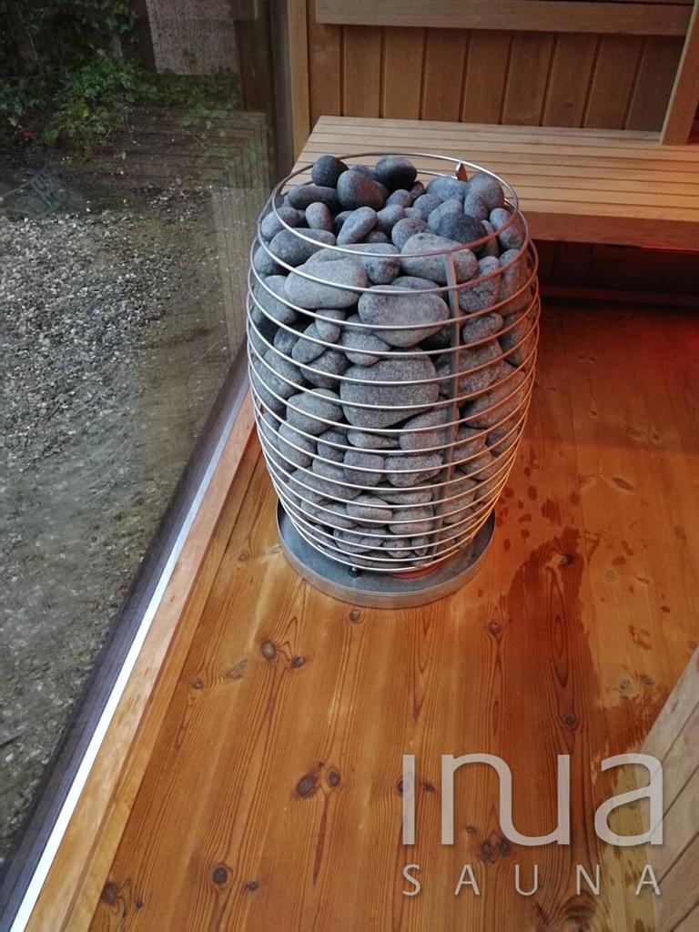 . Az üvegek sötétebbek a szokásosnál, ennek pedig az az oka, hogy a hőszigetelt üvegek mindkét rétege szürke üvegből készült.