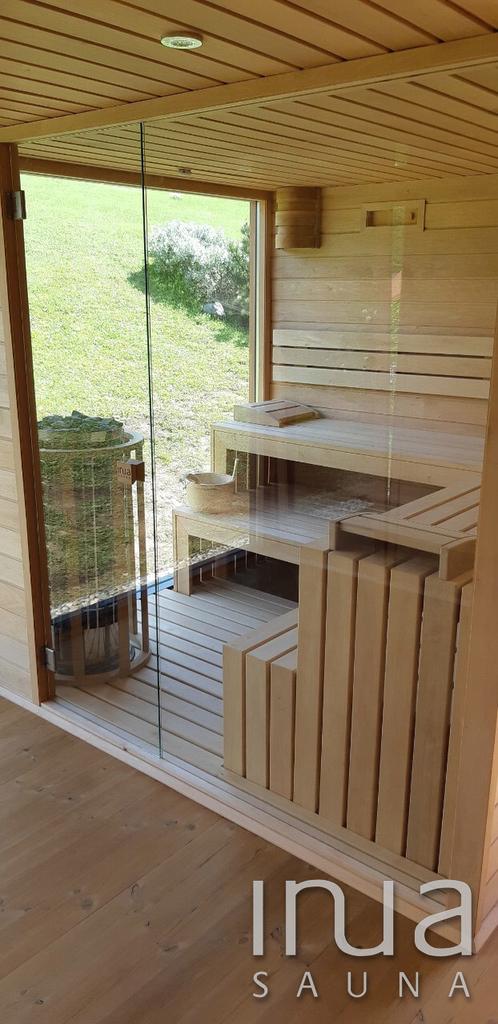 A szaunaház egy standard modellünk némileg módosított változata, kiegészítve egy terasszal.