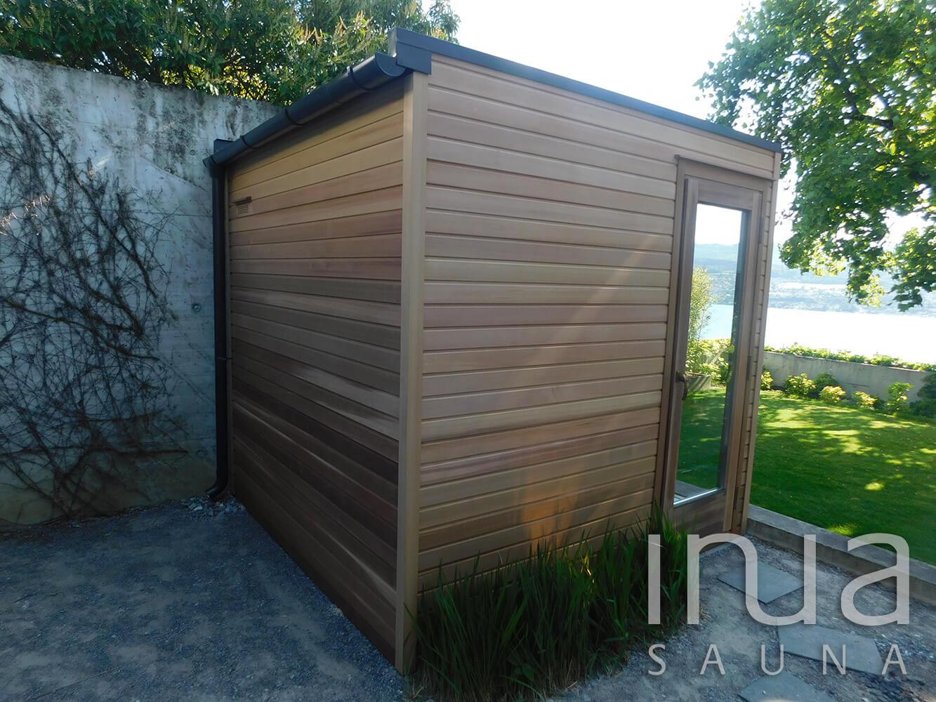 A kabin belül Inua panelrendszer burkolatot kapott vörös cédrusból, és a külső burkolat is ebből a faanyagból készült.