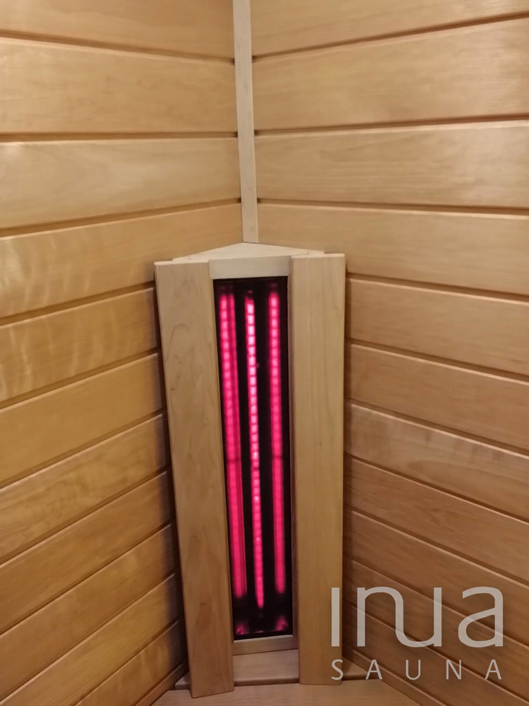 A fürdőszoba egy kis szegletét maximálisan kihasználva készült el ez a remek kis infra szauna.