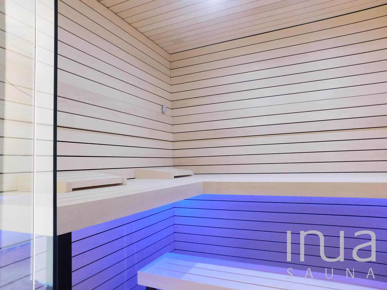 Finn rezgő nyárfából készült, Inua panelrendszerrel szerelt egyedi beltéri szauna. | Inua Szauna Kft.
