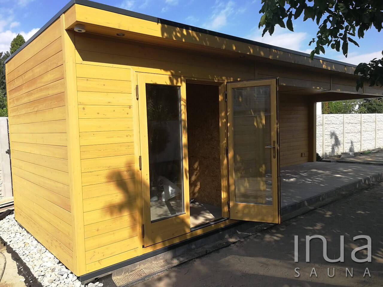 A faház praktikussását tovább növeli a zárható tároló rész, melyen egy kétszárnyú 5 pontos hőszigetelt biztonsági ajtó is helyet kapott.