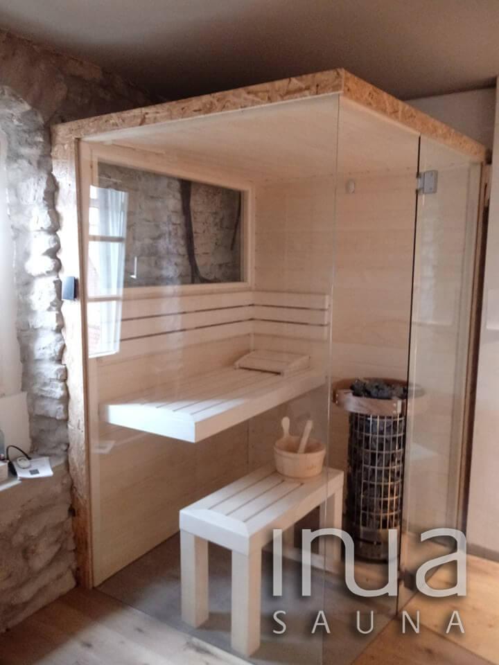 A szauna külső burkolata OSB lap, mert a későbbiekben a falak egyedi kőburkolattal lesznek fedve.