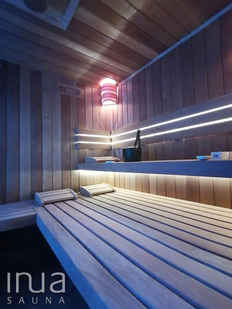 A kabint egy Huum Hive szaunakályha fűti fel a tökéletes hőfokra, illetve egy sópárologtató is helyet kapott a szaunában.