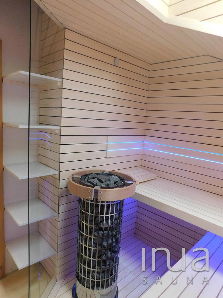 A szauna belső burkolata finn rezgőnyár Inua panelrendszer kivitelben.