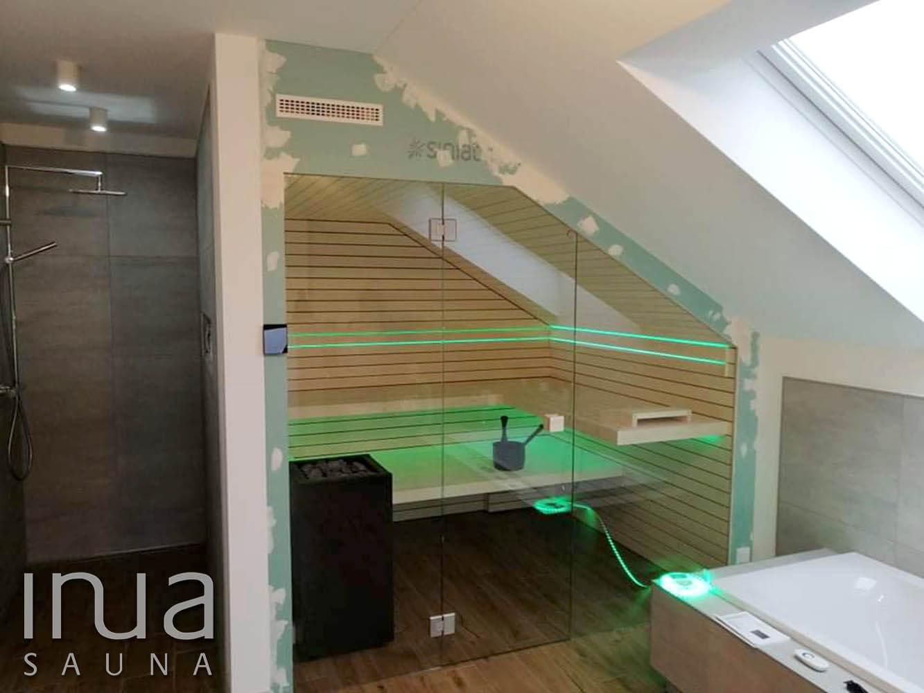 A padok alatt IP védett RGB LED világítással.