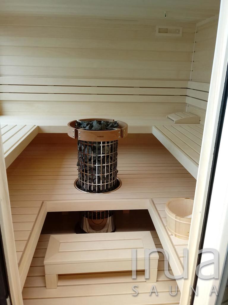 A belső kialakításhoz teljes egészében finn rezgőnyárfát használtunk.